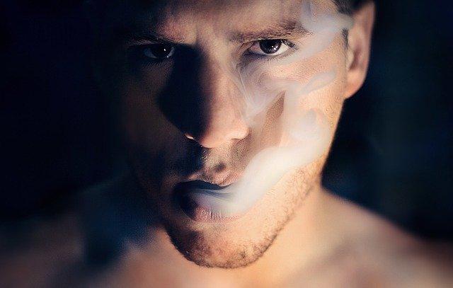 מדריך למעשנים: איך לנקות את הגריינדרים בצורה נכונה